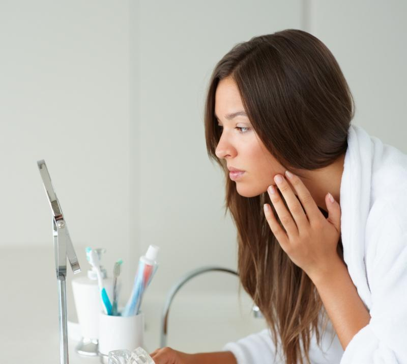 How to Control Oily Skin to Reduce Breakouts