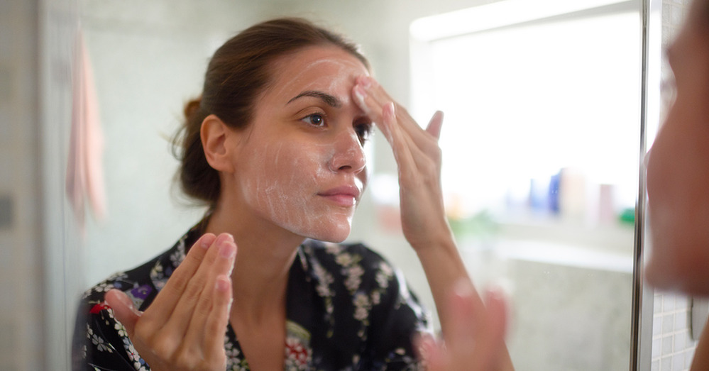 How to Moisturize and De-Age Your Skin